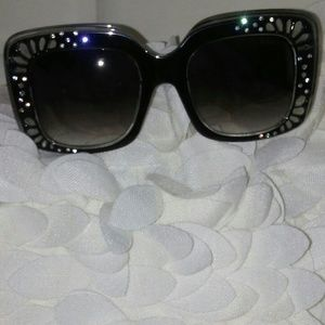 Accessories - DIVA FASHION OVERSIZED SUNGLASSES NEW